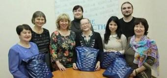 Победители конкурса «Семейная книжная реликвия» унесли домой мини-библиотеку