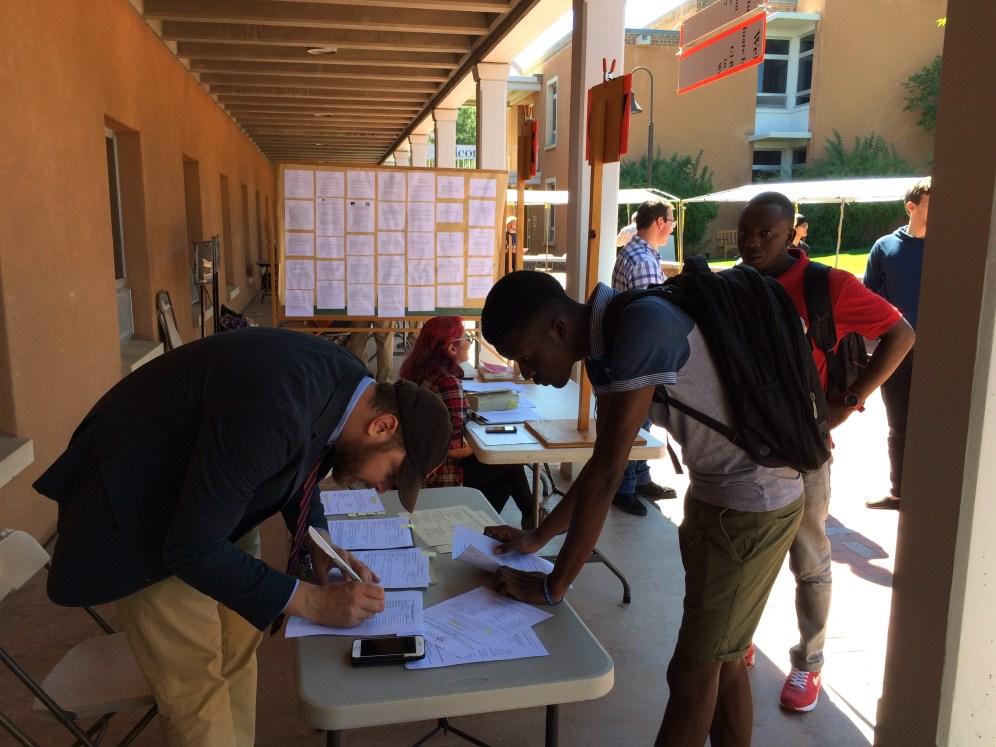 Int'l students register