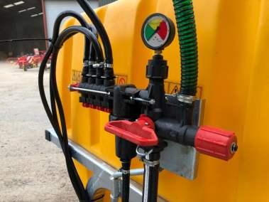 Tractor-mounted-crop-fertiliser-sprayer (8)
