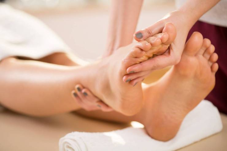 REFLEXOLOGY/ foot massage