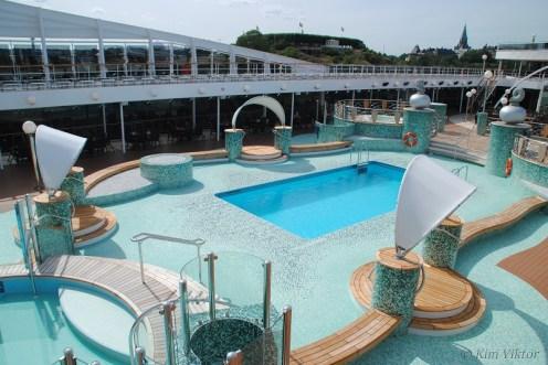 Le Grand Bleu Pool