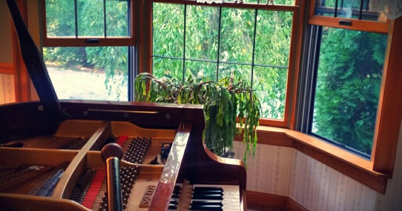 Are open windows OK for pianos?