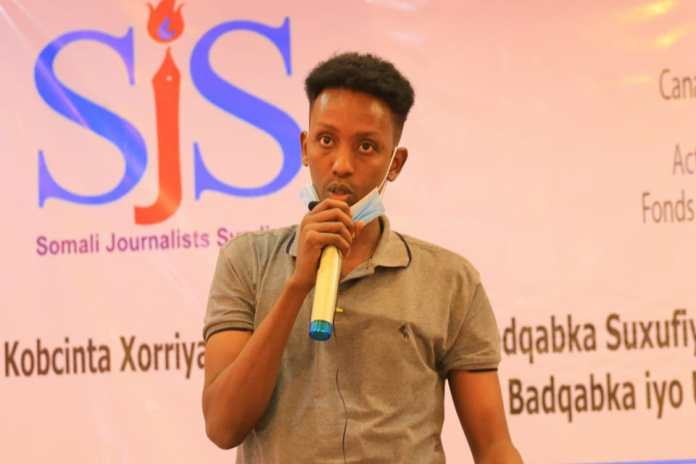 Radio Deegaan journalist, Mohamed Omar Yusuf speaks at the wrap up of a three-day training in Galkayo, Mudug on Thursday 9 September, 2021. | PHOTO CREDIT/SJS.