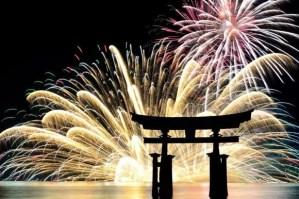 宮島水中花火大会2018穴場スポットとベストな場所取りは?