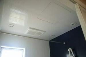 お風呂の天井や壁のカビをキレイに落とす掃除のコツ