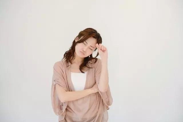 足汗(足底多汗症)の原因や対処と改善法!病気の可能性はあるの?