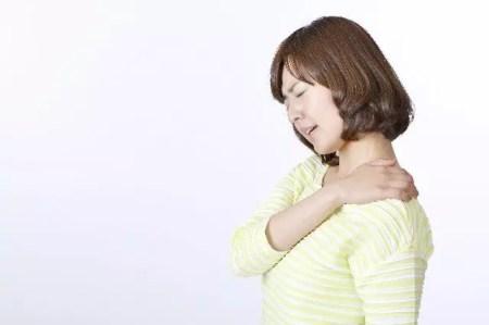 肩が痛い時の原因と効果的な治し方!湿布は何が良いの?