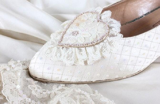 На сватбените обувки на Даяна има тайно послание! Невиждани досега фотоси разкриха какво гласи то (СНИМКИ)