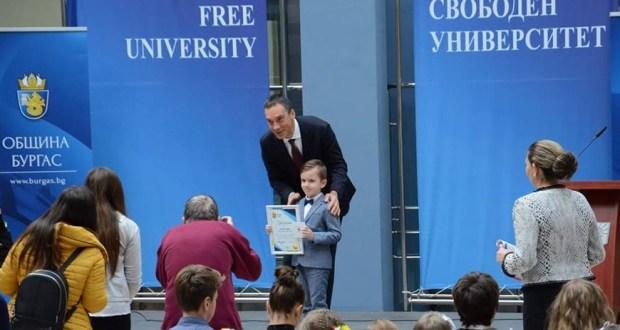 Най-младият златен медалист по математика в света е българче