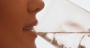 Сара реши да пие по 3 литра вода дневнo ето как изглежда след 4 седмици СНИМКИ