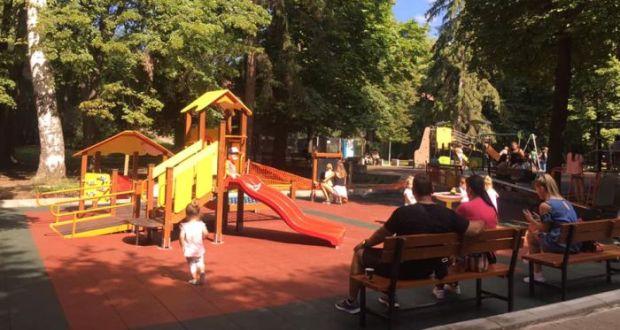 Майка от Пловдив взриви общността: Защо сополиви деца са на детската площадка?
