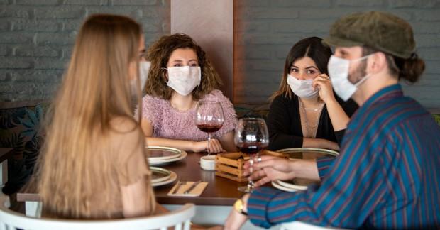 Ще предложат маските да бъдат задължителни на всички закрити места