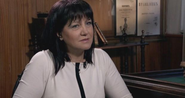 Ирини Зикидис: Г-жо Караянчева бих искала да Ви даря едно тоалетно гърне