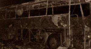 През далечната 1963 г. след катастрофа 26-годишен лекар губи живота си но успява да спаси хората от горящия автобус
