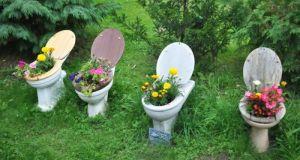 20 блестящи идеи как да използваме старите вещи в градината