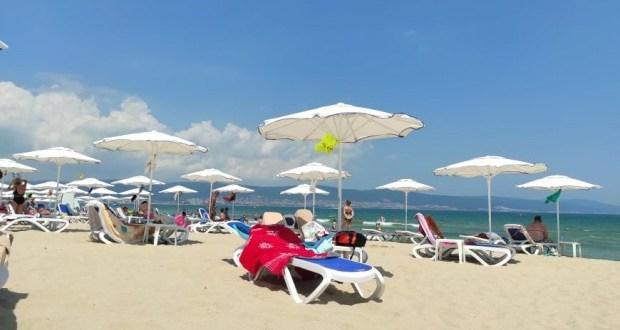 Туристка бясна: В 5.00 часа съм на плажа за да запазя чадър но пак няма места! Тарикатчета с подъл номер