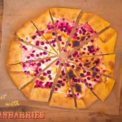 Plokščias pyragas su spanguolėmis