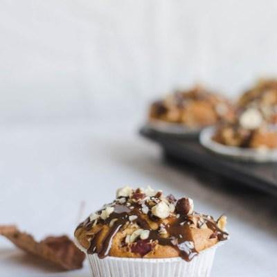 Kvepia rudeniu | Obuolių keksiukai su riešutais ir karamele