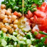 Gaivios avinžirnių ir daržovių salotos