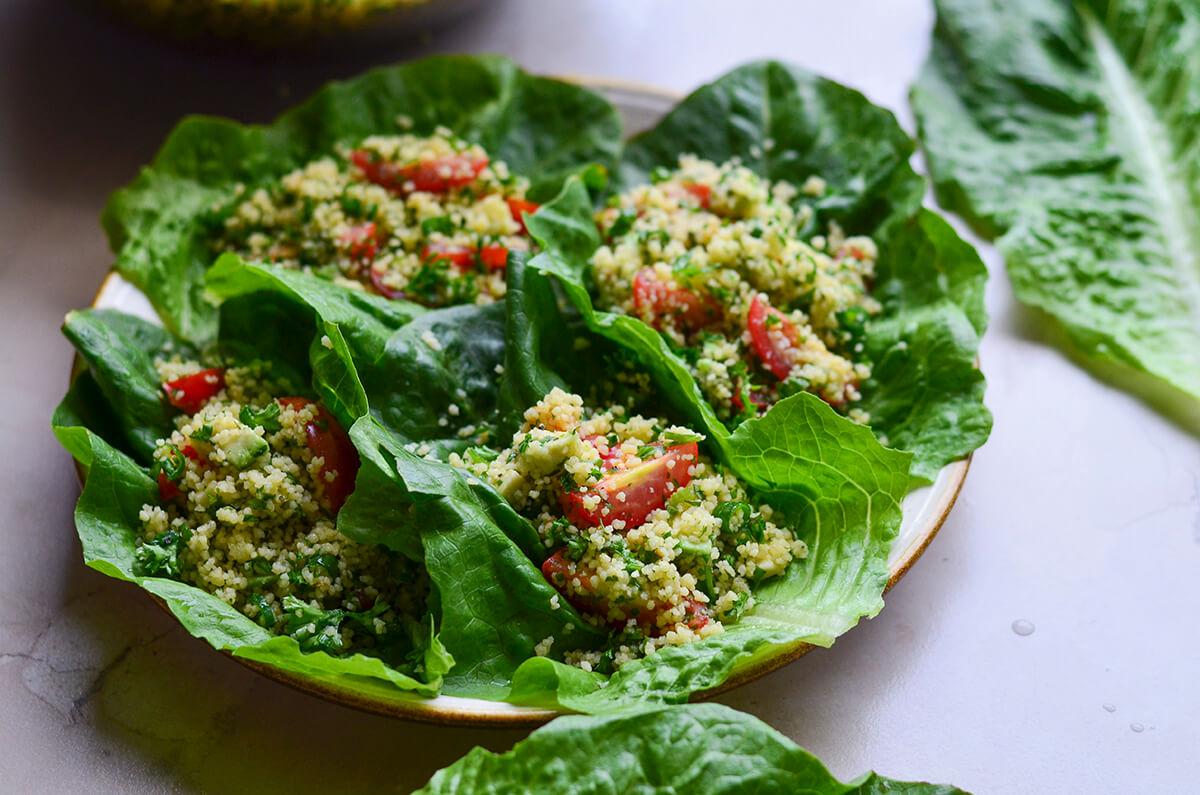 kuskuso salotos su avokadu pomidorais ir petrazolemis skanios dienos (9)