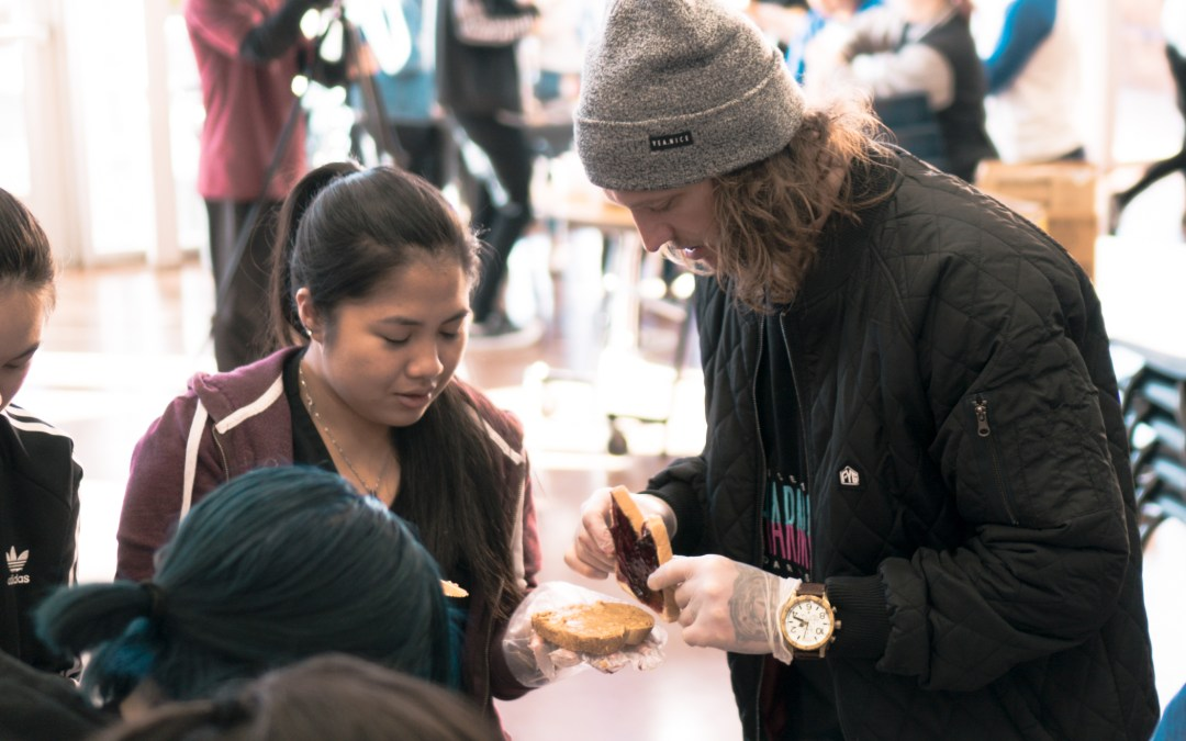 handing out 455 sandwiches in las vegas skate for change