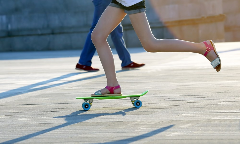 How to Push on a Skateboard? Step by Step