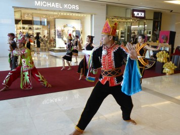 Performance in Imaggo shopping mall