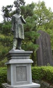 田辺朔郎銅像全体写真