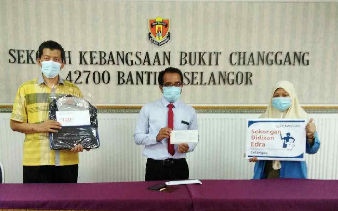 Sumbangan beg sekolah dan baucer oleh EDRA Kuala Langat Power Plant, Selangor.