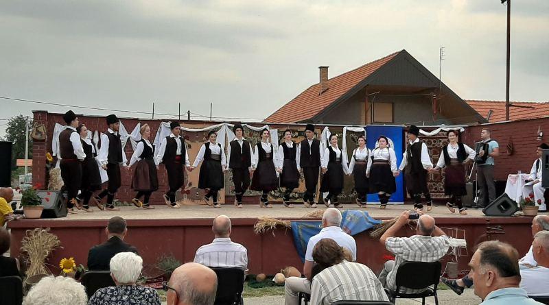 Bršadin: Letnji koncert i Izložba ručnih radova i starina održani uprkos koroni i kiši