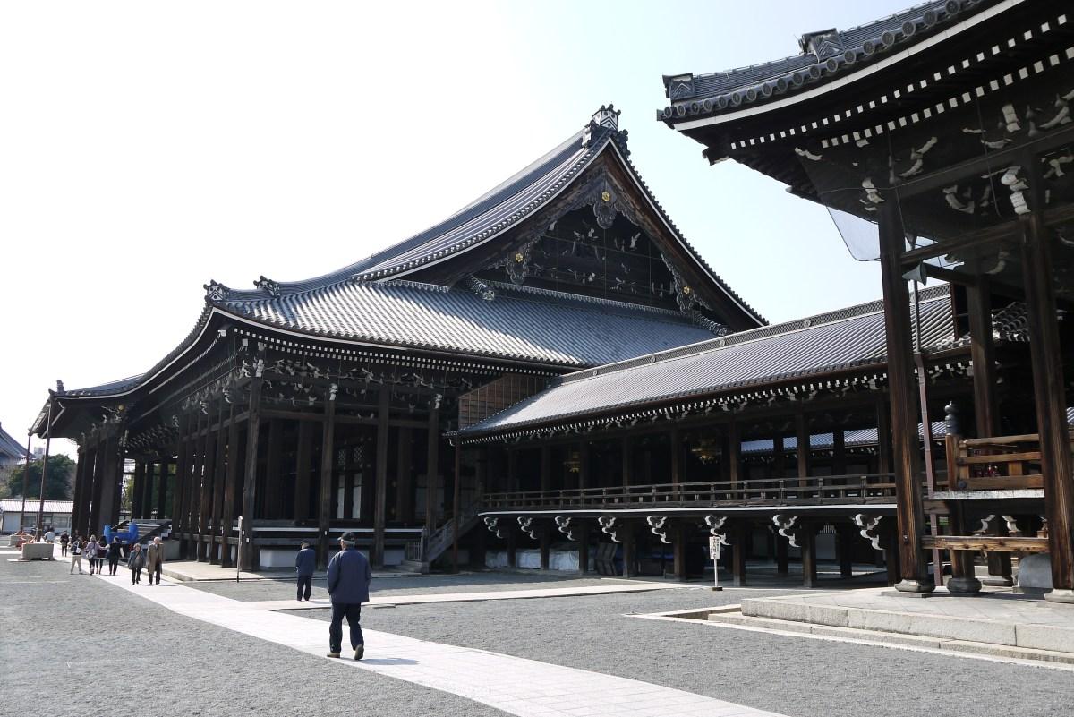 "A origem do termo ""Terra do Sol Nascente"" - Prayer halls and corridor in Nishi Hongwanji in Kyoto Japan 1"