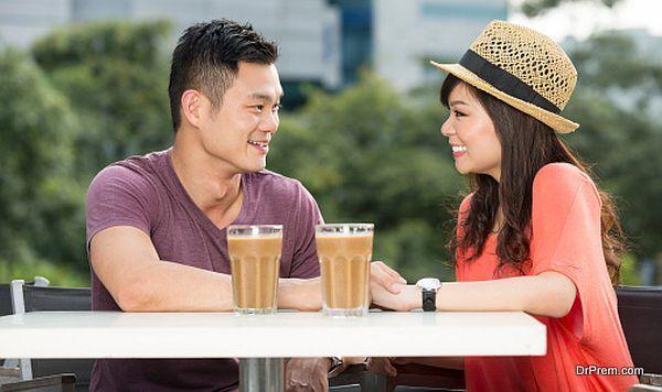 Como são os namoros japoneses? - Relacionamento no Japão - pessoas conversando 2