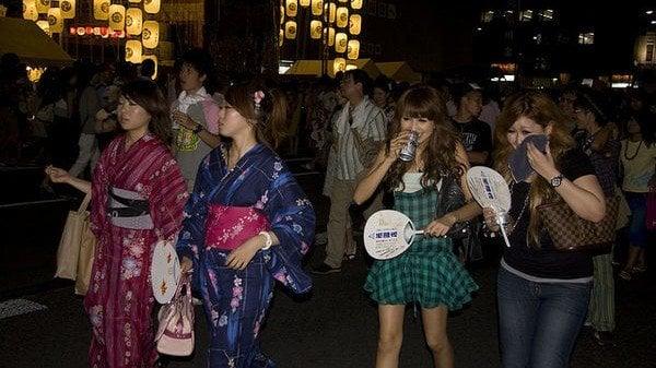 Qual a diferença entre Sumimasen e Gomennasai? - gion matsuri festival 1
