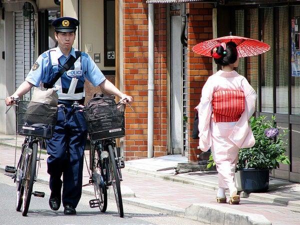 8 coisas sobre o Japão que o resto do mundo pode querer - gueixa policia 2