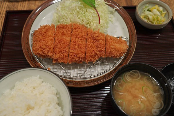 Tonkatsu – costeleta de porco empanada