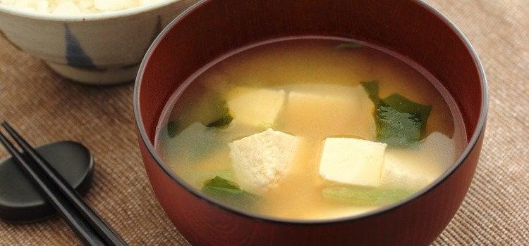 Misoshiro – a deliciosa sopa japonesa de soja
