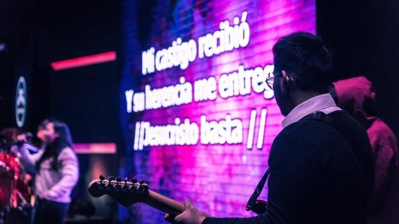 Karaokê - Origem, curiosidades e popularidade - karaoke2 4