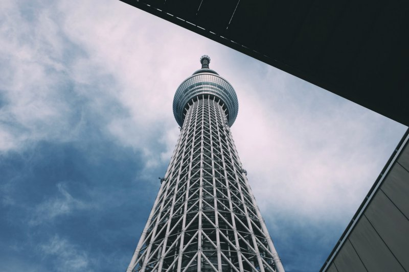 Türme und Wolkenkratzer in Tokio und Japan