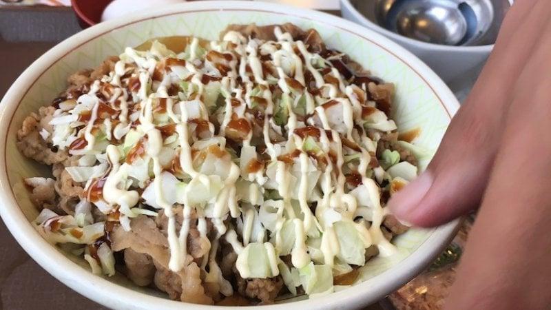 As 100 comidas japonesas mais populares do Japão - gyudon carne japonesa 4