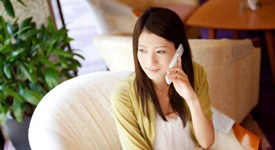 ¿Por qué los japoneses usan moshi moshi cuando hablan por teléfono?