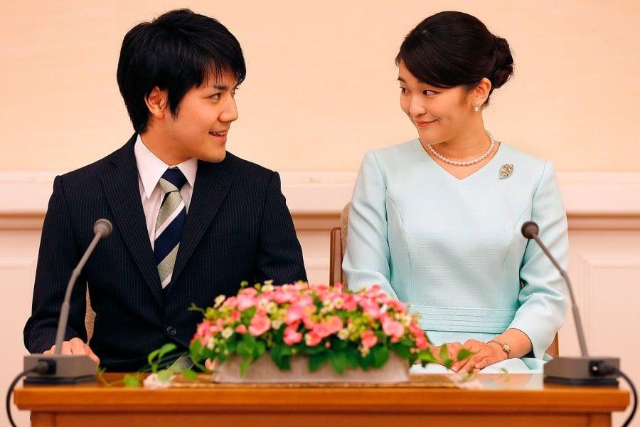 Princesa japonesa mako abandona trono para se casar com plebeu - princesa e seu noivo