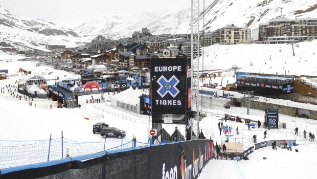 No deaths as avalanche sweeps past skiers in France's Tignes
