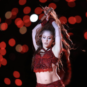 Shakira's tongue waggle takes over Twitter