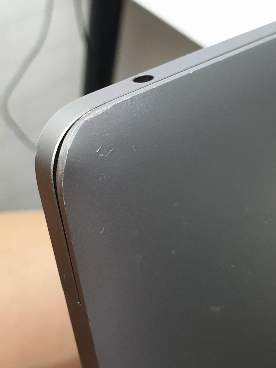 mengganti layar macbook pro sendiri