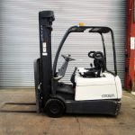 crown-forklifts-in-cyprus-8A204919-side
