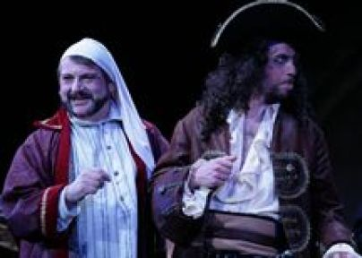 Major General (Scott Kenison) and Pirate King (Adam Juran)