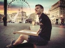 Mariusz Kedzierski artist born without hands