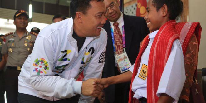 "Sang Heroik ""Joni"" Panjat Tiang Bendera Undangan Khusus Nonton Asian Games 2018"