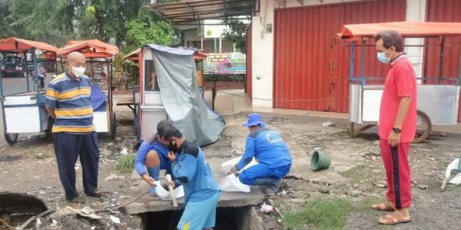 Jalan Casa Kebon Kosong Timbunan Sampah dan Gerobak PKL Bikin Kumuh Warga Minta Tertibkan