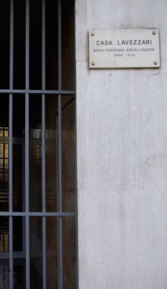 placa a la entrada del edificio